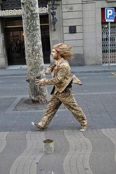 Figura humana de La Rambla De Les Flors - Home quiet pero que sembla que es mou molt rapid , Barcelona   Catalonia