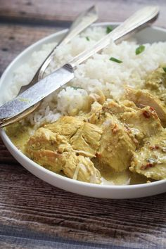 FOR FODMAP USE GARLIC OIL INSTEAD OF GARLIC AND REPLACE SHALLOT WITH LEEK OR SCALLION GREEN. Indonesian Chicken Curry - your neighbors will be knocking down your door. This smells HEAVENLY.  #chicken #food #recipes