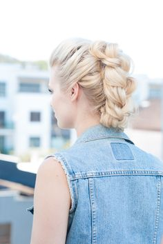 Easy Unexpected DIY Dos All Using Hair Accessories!: Look Banana Clip Braided Fauxhawk A rockin style that takes your old banana clip to the next level literally. 5 Minute Hairstyles, Easy Hairstyles For Long Hair, Summer Hairstyles, Pretty Hairstyles, Braided Hairstyles, Braided Updo, Mohawk Braid, Braid Hair, Wedding Hairstyles