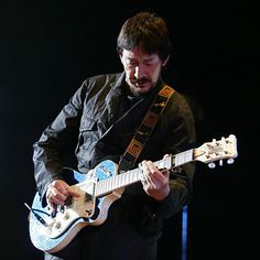 Chris Rea - Thre parts show : the first one was boring, the second ok and the last one great.