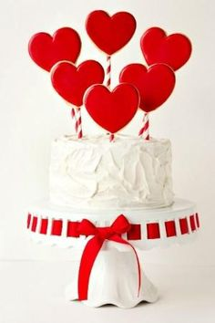 Simple Valentine's Day Cake by Coeny