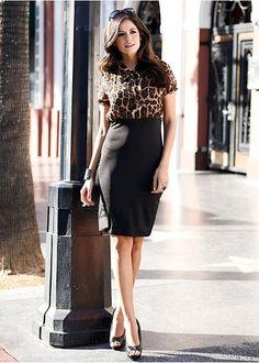 Rochie Rochie deosebită cu partea superioară din şifon cu formă de bluză cu mânecuţe bufante
