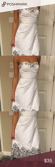White House Black Market Dress Beautiful White House Black Market Dress Size 2 Super cute for prom, formal event or special occasion 🌟 White House Black Market Dresses Strapless