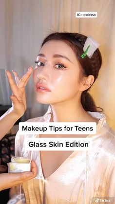 Skin Care Routine Steps, Skin Care Tips, Skin Tips, Makeup Looks Tutorial, Glasses Makeup Tutorial, Makeup Tutorial Videos, Ulzzang Makeup Tutorial, Makeup Videos, Beauty Tips For Glowing Skin