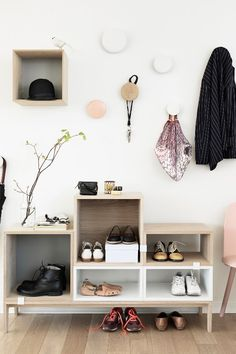 The Dots Garderobenhaken Muuto - Recipes Shoe Storage Solutions, Storage Hacks, Diy Storage, Storage Ideas, Clothes Storage, Storage Design, Creative Storage, Storage Shelves, Food Storage