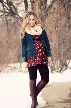 Pregnant or not, this is a super cute outfit, love the colour combo! (Walking with Dancers: Looking Good While Pregnant)
