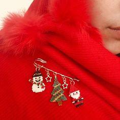 Brick Stitch Earrings, Seed Bead Earrings, Peyote Patterns, Beading Patterns, Beaded Christmas Ornaments, Christmas Tree, Beaded Crafts, Peyote Beading, Beaded Animals