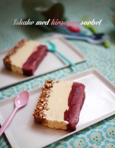 Trelags iskake med kirsebærsorbet / Three layered ice parfait with cherry sorbet