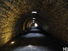 Passaggio nei sotterranei del castello di Brescia