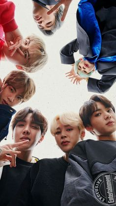 Tae is always act funniest when it comes to grp photos♡♡ …aww so cutee Tae is always act funniest when it comes to grp photos♡♡ …aww so cutee - BTS Wallpapers Foto Bts, Bts Photo, Bts Taehyung, Bts Bangtan Boy, Bts Jimin, Jhope, Bts Lockscreen, K Pop, Manga Japan