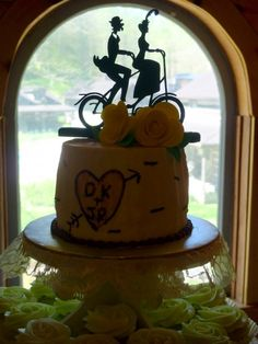 Love the cake topper.