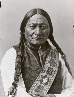 Sitting Bull - Photo by William Notman & Son, Montreal, 1885, silver salts on glass, gelatin dry plate process, 17 x 12 cm, McCord Museum (William Notman, Scottish-Canadian photographer and businessman)