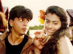Shahrukh Khan ve  Kajol filmleri bir başka tatlıdır, çok sevilesi defalarca izlenilesidir.  ♡♡♡