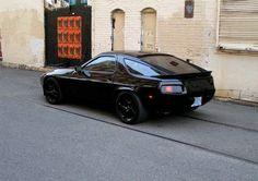Porsche 928 black pictures and information. Here you can find Porsche 928 photos and parameters. Porsche 928 Gts, Porsche Autos, Porsche Cars, Luxury Automotive, Dream Car Garage, Gt Cars, Car Engine, Sport Cars, Luxury Cars