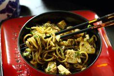 Яичная лапша с сыром тофу и грибами шиитаке
