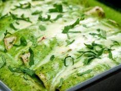 Receta de Enchiladas de Pollo con Chile Poblano | Disfruta de estas deliciosas enchiladas de pollo con un poco de chile poblano, muy ricas y típicas de México.
