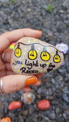 Pebble Painting, Pebble Art, Stone Painting, Painting Art, Paintings, Painted Garden Rocks, Painted Rocks Kids, Rock Painting Ideas Easy, Rock Painting Designs