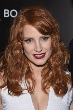 Jessica Chastain Long Wavy Cut with Bangs - Jessica Chastain Hair Looks - StyleBistro Jessica Chastain, Long Wavy Haircuts, Pretty Redhead, Actress Jessica, Ginger Girls, Ginger Hair, Celebrity Hairstyles, Beautiful Actresses, Redheads
