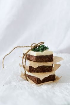 These easy raw food peppermint brownie bars are vegan, glutenfree, dairyfree and sugarfree. Raw Food Recipes, Sweet Recipes, Peppermint Brownies, Most Popular Recipes, Brownie Bar, Healthy Treats, Sugar Free, Dairy Free, Tasty