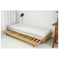 Guest Bed with a soft beige woollen fabric. From daybed to double bed.No photo description available. Space Saving Furniture, Sofa Furniture, Furniture Design, Cheap Furniture, Sofa Design, Canapé Diy, Beds For Small Spaces, Convertible Furniture, Diy Bett