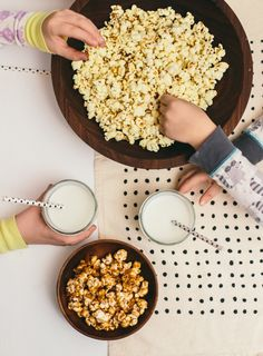 Movies + popcorn + milk = all good ingredients for a perfect slumber party. Healthy Movie Snacks, Lunch Snacks, Easy Snacks For Kids, Kids Meals, Types Of Snacks, Movie Popcorn, Yummy Treats, Delish, Food Photography