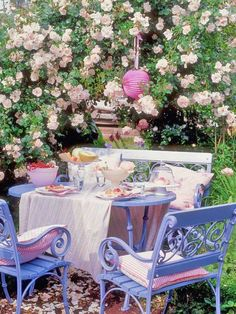 cottage garden dining.  For a cosy corner covered area of the garden
