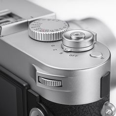 Leica_M-P-upcloseslv_1024x1024_97062d44-3745-4b4c-95fc-b322c7885ad9_1024x1024.jpg (1000×1000)
