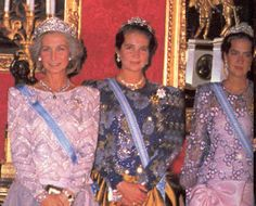 a rather fuzzy photo taken at some pint in the 1980s, with Infanta Cristina wearing the Mellerio Shell tiara, far right