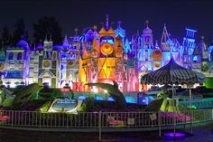 It's a Small World at Disneyland - THAT'S the way IaSW is supposed to look!