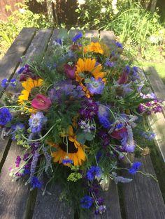 Wild flower design Flower Designs, Wild Flowers, Barn, Plants, Converted Barn, Wildflowers, Plant, Flower Line Drawings, Barns