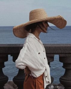 40 Stylish Straw Hat Looks for Summer You Should Copy - women Life ideas Look Fashion, Spring Fashion, Womens Fashion, Girl Fashion, Fashion Blogs, Winter Fashion, Fashion Trends, Easy Style, Estilo Glamour