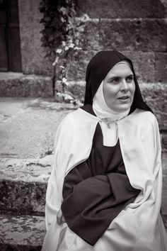 Nun Catholic, Roman Catholic, Nun Outfit, Orthodox Prayers, Religion, Vintage Style Dresses, Aliens, Annie, Jesus Christ