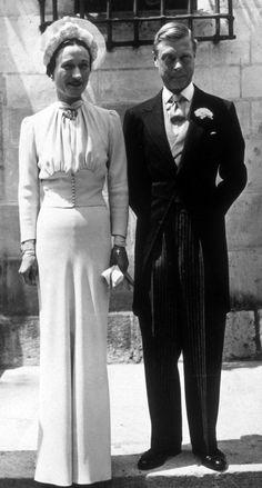 En 1937, Wallis Simpson Portait un Chapeau 'Caroline Reboux' lors de son Mariage avec le Duc de Windsor (Robe de Mainbocher).