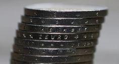 © Reuters.  Devisen: Eurokurs fällt unter 1,04 US-Dollar