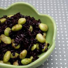 Black Rice With Edamame (via www.foodily.com/r/imZS50mM5U)