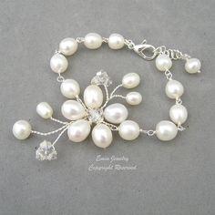Alambre envuelto blanco perla vid Floral de plata pulsera de novia *** Características blanco perlas de agua dulce, cristales swarovski y…