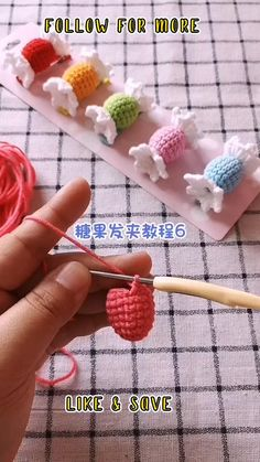 Scrap Yarn Crochet, Easy Crochet Stitches, Crochet Amigurumi Free Patterns, Crochet Crafts, Crochet Projects, Small Crochet Gifts, Crochet Hair Clips, Crochet Doll Tutorial, Crochet Hair Accessories