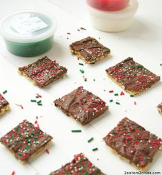 Chocolate Toffee Crackers - Super easy recipe to make these addicting toffee bars!