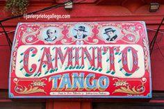 Cartel en la fachada de un local de tango en la calle Caminito del barrio de La Boca, en Buenos Aires. Argentina © Javier Prieto Gallego www.siempredepaso.es