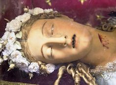 Morbid Anatomy: Saint Victoria and Saint Wittoria in Rome, or The Difficulties of Researching Catholic Artifacts Saint Victoria, Incorruptible Saints, Creepy Images, Catholic Saints, Roman Catholic, Effigy, Macabre, Belle Photo, Deities