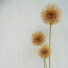 Flowers I made from toothpicks art, decor, flower Craft Stick Crafts, Fun Crafts, Diy And Crafts, Arts And Crafts, Toothpick Sculpture, Toothpick Crafts, Matchstick Craft, Pick Art, Weekend Crafts
