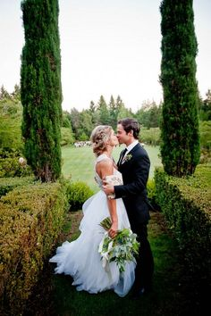 Garden Wedding in Oregon at Duckridge Farm | Image by MoscaStudio