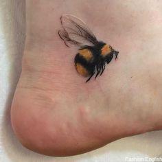 21 Cutest Bumble Bee Tattoo Designs That Will Catch Your Eye - Home of Be. - 21 Cutest Bumble Bee Tattoo Designs That Will Catch Your Eye – Home of Best Tattoos - Tatoo Henna, Hamsa Tattoo, Tattoo On, Diy Tattoo, Piercing Tattoo, Piercings, Tattoo Ideas, Ankle Tattoo, Tattoo Flash