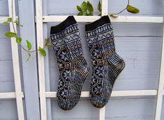 Langan päästä kiinni: lokakuuta 2013 Harem Pants, Socks, Fashion, Moda, Harem Trousers, Fashion Styles, Harlem Pants, Sock, Stockings