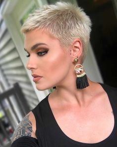 Hairstyles With Bangs New Short Haircuts 2019 - Dyed Hair - Blonde Hair - Gray Hair And More! Short Cropped Hair, Short Punk Hair, Short Brown Hair, Very Short Hair, Edgy Hair, Short Hair Cuts, Short Hair Styles, New Short Haircuts, Short Shag Hairstyles
