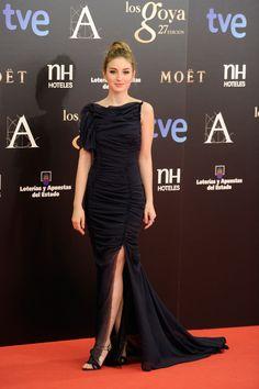 Todas las imágenes de alfombra roja y celebrities de los Premios Goya 2013: María Valverde con sandalias de Pura López