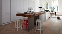 House HamburgKitchen laminate Polymatt icy-white, worktop stainless steel silvertouch