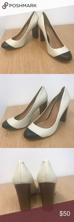 Banana Republic Black and White Pumps NWOT Brand New, never worn Banana Republic closed toe pumps! Perfect for work, go with everything. Ended up being too small for my wide feet but wish I could keep! 3.5 inch block heel. Banana Republic Shoes Heels