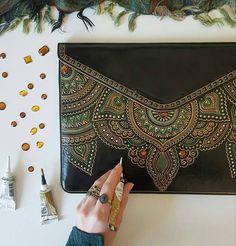 2,357 отметок «Нравится», 22 комментариев — Handmade | Рукоделие (@art_handiworks) в Instagram: «Рождение узора на кейсе для лэптопа Автор Tatiana Azaryeva»