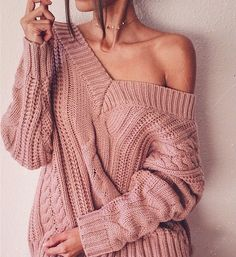 There is nothing better than getting bundled up in the Moon River Camp Cozy Mauve Pink Cable Knit Sweater! A chunky, cable knit sweater has long, drop sleeves, a ribbed V-neckline, and ribbed cuffs and hem. Trendy Outfits, Cute Outfits, Fashion Outfits, Womens Fashion, Fashion Trends, Fashion Fall, Dress Outfits, Latest Fashion, Knit Sweater Outfit